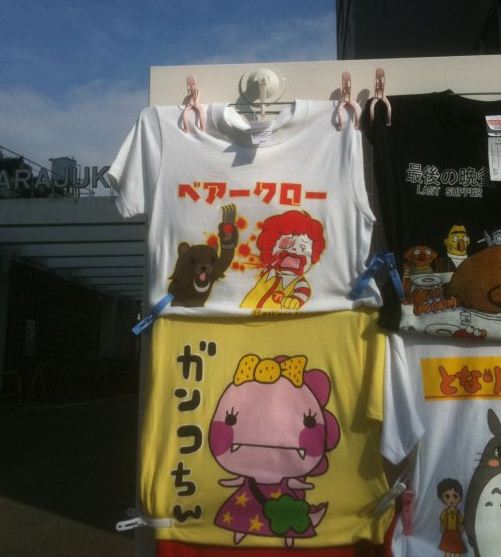 pedobear-attacking-ronald-mcdonald-totally-normal-in-japan